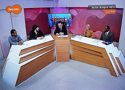 Mesa com Claudio Brito animando o debate sobre 13 de maio ou de novembro